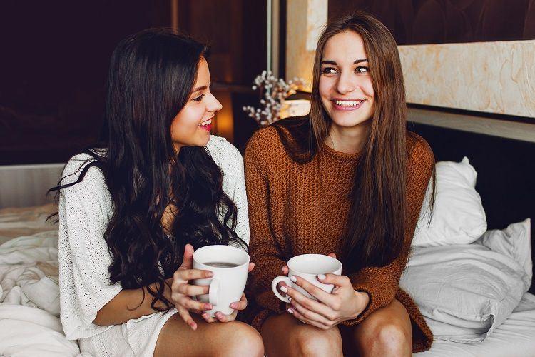 תני לה את מלוא תשומת הלב ואל תבואי בלבן. לפתוח את יום החתונה באוירה טובה (צילום: Shutterstock)