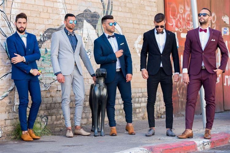 ככה החתנים החדשים עושים את זה כמו שצריך. חליפות חתן צבעוניות בעיצובו של דניאל שלו (צילום: יחצ)