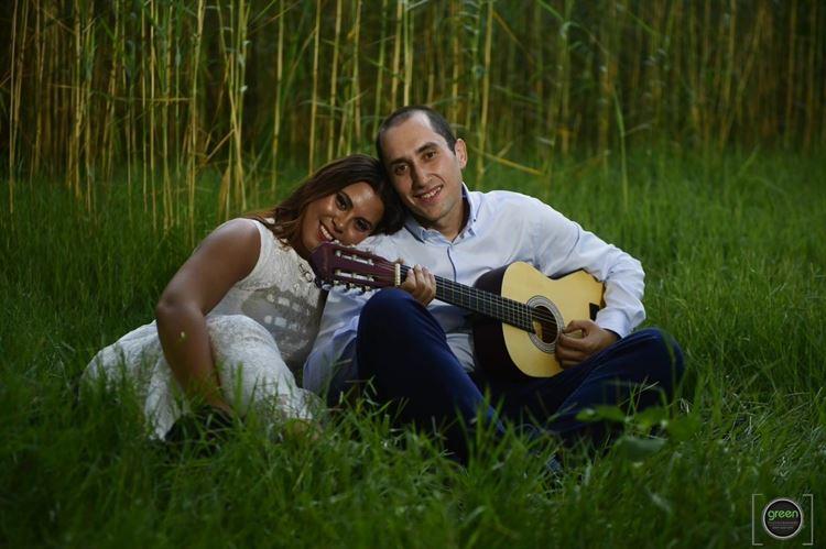 עדיו שוקרון מנגן לאורנית גולן שירי אהבה (צילום: GREEN)