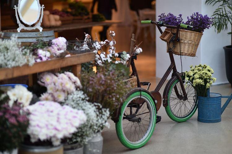 עיצוב פרחוני ואסתטי במיוחד, החתונה של שקד איבון יפרח ודניאל שפרן (צילום: תומר בן שלמה)