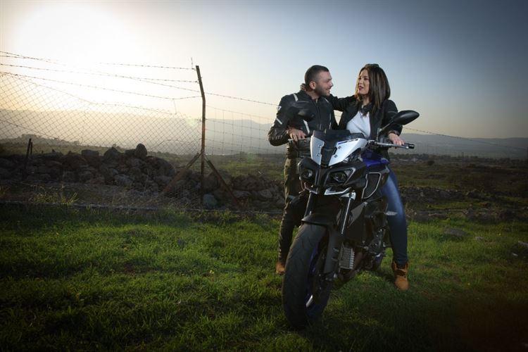האופנוען שהתאהב באחות של החבר (צילום: חמד אלמק'ת, הודא שכידם קיואן)