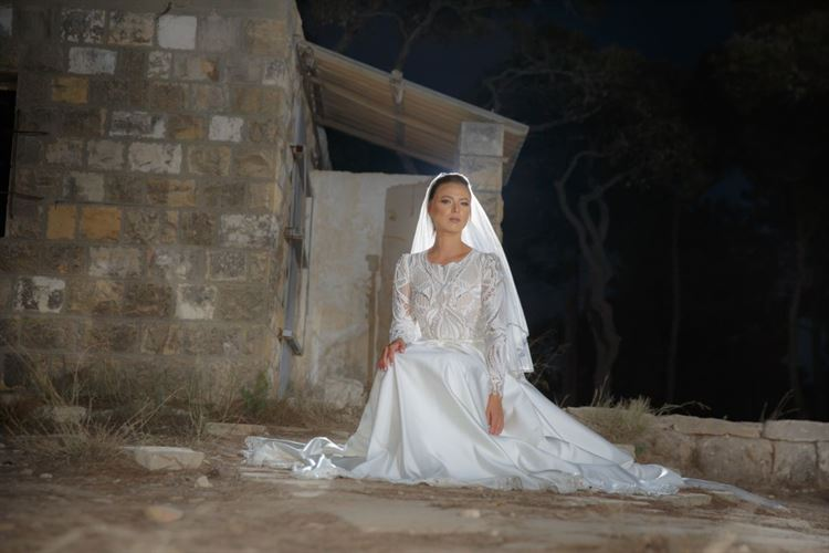 יוסרה פארס בלוק עוצר נשימה בשמלת כלה בעיצובו של דרור קונטנטו (צילום: חמד אלמק'ת, הודא שכידם קיואן)