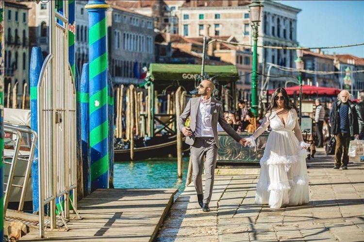 דומה לנמל יפו, אבל לא. הזוג שמוסיף עוד קצת סטייל לונציה (צילום: אושרי אלימלך)
