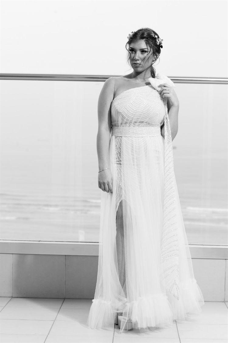 הכלה מאושרת מוכנה לצאת לדרך, החתונה של איטל שירמן וקובי בוקרה (צילום: דוקו צלמים)