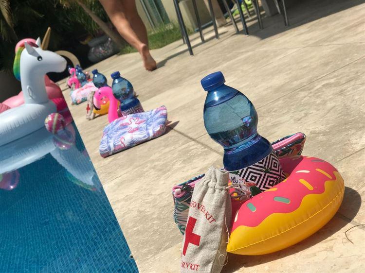 אם חשבתם שבקבוקי המים התחמקו ממיתוג תואם, טעיתם (צילום: שני צ'מסי נמצקי)