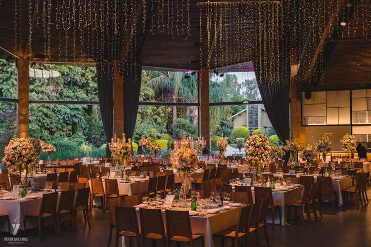 ''הפרחים באולם בשילוב הקריסמס לייט היו משמעותיים'', החתונה של הדס נתנאל ולירון שליסר (צילום: ירין טרנוס)