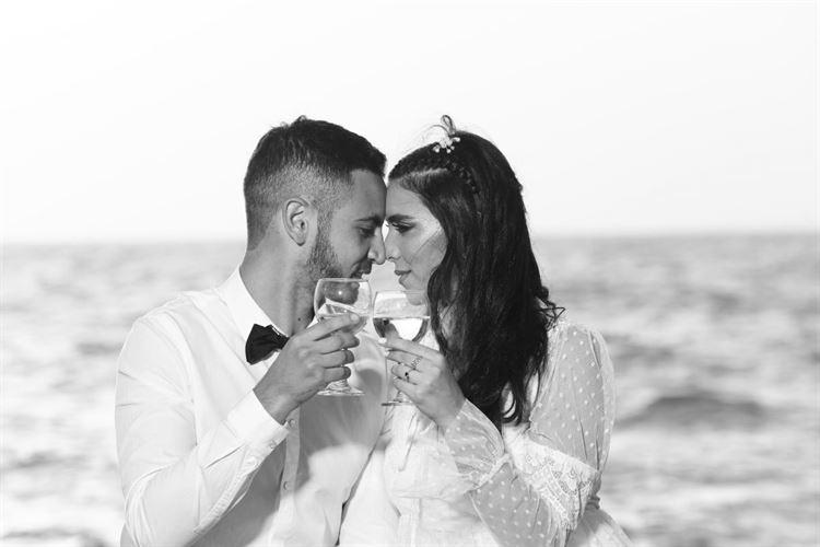 כבר אמרנו שהחתונה הזאת מלווה בהרבה מאוד רומנטיקה? (צילום: הינומה פוטו שלי)