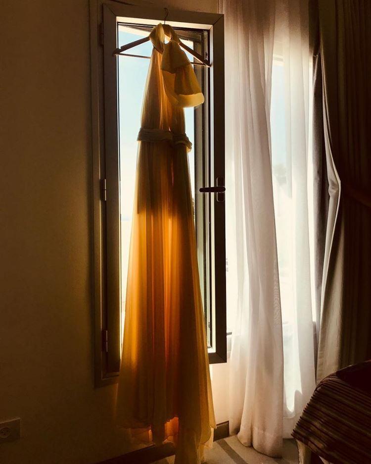 רגע לפני, מורן אטיאס שלחה טיזר איך הולכת להיראות השמלה שהיא תלבש בחתונה (צילום מסך אינסטגרם: moranatias)
