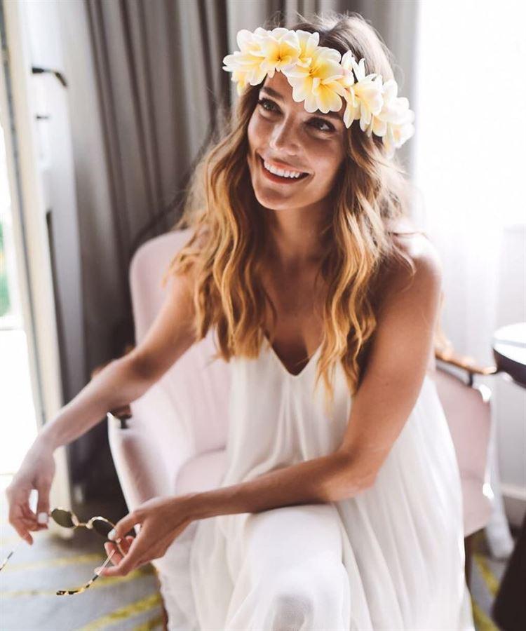 בלי מסיכות, דנה פרידר באיפור טבעי וקליל ביום החתונה (צילום מסך אינסטגרם: mikibuganim)