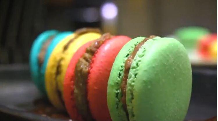 יאמי, עוגיות מקרון שהותאמו במיוחד לקונספט של החתונה (צילום: ערן פז)