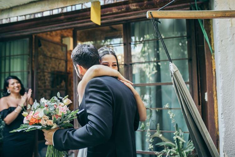 החיבוק שאומר הכל. החתונה של חן זכריה ואילון מישאל (צילום: שיצו צלמים)